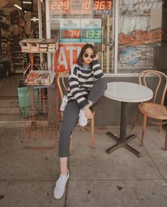 Korean Photography, Fashion Photography Poses, Fashion Poses, Best Photo Poses, Girl Photo Poses, Girl Photos, Ootd Poses, Photo Editing Vsco, Foto Instagram
