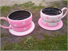 Make garden decoration yourself – Use old tires again! Make garden decoration yourself – Use old tires again! Garden Crafts, Garden Projects, Garden Ideas, Diy Projects, Tire Craft, Reuse Old Tires, Recycled Tires, Recycled Crafts, Recycled Garden