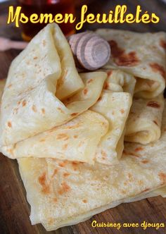 Recette msemen Msemen easy recipe (flaky and sweet) from Grande Kabylie. Moroccan msemens are different Sandwich Bread Recipes, Easy Bread Recipes, Cooking Recipes, Moroccan Bread, Morrocan Food, Crepes, Bread And Pastries, Comida Armenia, Tunisian Food