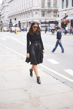 All-Black Outfits for Fall: Black leather midi skirt, black booties, and a long sleeve knit shirt. Casual Fall Outfits, Fall Winter Outfits, Autumn Winter Fashion, Leather Midi Skirt, Black Leather Skirts, All Black Outfit, Black Outfits, Work Outfits, Black Queen
