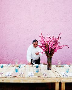 dinner party in mexico // purple wall & simple place settings