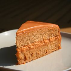 This tender, Thai tea-infused cake sitting in a pool of rich condensed milk custard sauce reminds you of, what else? Thai tea with condensed milk. Thai Tea Cake Recipe, Thai Tea Recipes, Thai Dessert, Dessert Drinks, Asian Desserts, No Cook Desserts, Tea Cakes, Cupcake Cakes, Thai Milk Tea