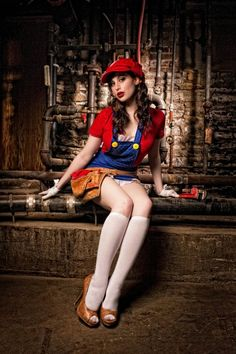 Meagan Marie As Flirty Miss Mario [Cosplay] Cute halloween costume idea maybe! Mario Cosplay, Amazing Cosplay, Best Cosplay, Amazing Costumes, Female Cosplay, Girls Dress Up, Pin Up Girls, Super Mario Bros Costumes, Mardi Gras