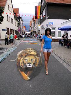 Nikolaj Arndt's #3D sidewalk murals invite pedestrians to interact with the illusive #art.