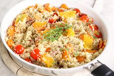 Quinoa is a great alternative to pasta or bread. Add quinoa to your meals and reap the health benefits! Quinoa is high in fibre, gluten free, a complete protein, low GI and contains important minerals like iron and magnesium. Healthy Soup Recipes, Salad Recipes, Vegan Recipes, Healthy Foods, Fast Foods, Diabetic Foods, Happy Healthy, Simple Recipes, Arroz Frito