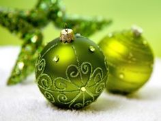 The Ecologist Guide to a Greening Christmas...great colour too!