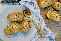Cooking a baked potato to perfection is more difficult than it sounds! Check out this recipe from Olivado including our Organic Extra Virgin Olive Oil Hasselback Potatoes, Wooden Spoon, Fresh Thyme, Baked Potato, Olive Oil, Oven, Yummy Food, Cooking, Ethnic Recipes