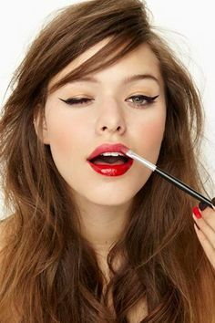 6 Spring Beauty Trends to Master Now: #6. Glossy Liner