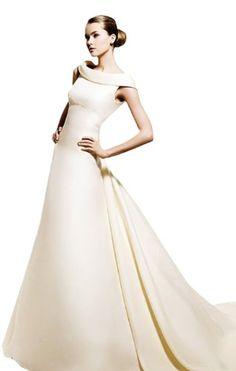 Brautkleid mit u boot kragen