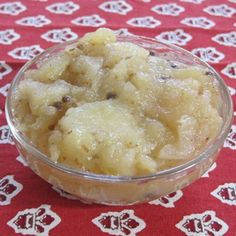 Raw apples are sour and astringent but cooked apples are sour and sweet, making the palate and the digestive tract juicy. Cooked apples provide plenty of fiber to relieve Vata constipation. Turmeric and spices make this chutney warm.
