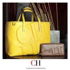 ¡CH Shopping bag y americana! Carteras en piel de distintos tamaños y colores para que uses durante el verano. http://www.elretirobogota.com/esp/?dt_portfolio=carolina-herrera