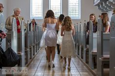 Brudepigerne forlader kirken  #Bryllupspiger #Brudepiger #flowergirls #Intofoto  #Bryllupsfotograf #Intofoto #Bryllupsfoto #Bryllupsfotografering #Hillerød #Nordsjælland