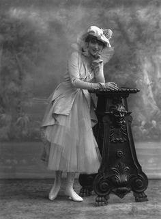 saisonciel:  Gina Palerme by Bassano, 1915