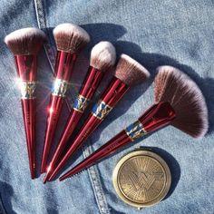 Makeup Lessons Make-up-Lektionen Cute Makeup, Pretty Makeup, Beauty Makeup, Makeup Brush Storage, Makeup Brush Set, Makeup Guide, Makeup Tools, Best Makeup Brushes, Best Makeup Products