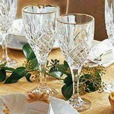 Copos de cristal limpos e a brilhar