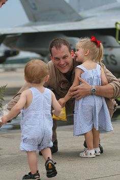 "Bryan Grubert from ""Wildcats"" is welcomed home by his old son Brock (left) and old daughter Belle (right) at NAS Oceana after returning home from a 5 month deployment overseas aboard USS Dwight D. Military Love, Military Families, Military Dating, Military Brat, Military Couples, Military Homecoming, Hugs, Support Our Troops, Fathers Love"