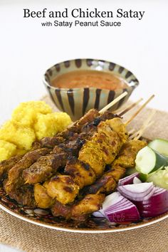 Tender and perfectly grilled Beef and Chicken Satay served with a delicious Peanut Sauce, cubes of Nasi Kunyit, and chunks of onions and cucumber. Asian Recipes, Beef Recipes, Chicken Recipes, Cooking Recipes, Ethnic Recipes, Asian Foods, Sweets Recipes, Rice Recipes, Grilling Recipes