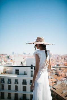 Vestidos de novia de Beba´s Closet sobre el cielo de Madrid. Pamela Alial…
