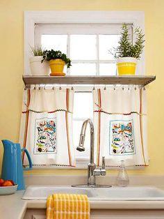 Prateleira para os temperos na cozinha vira suporte para a cortina