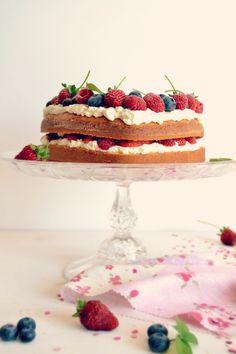 Sweet Gula: Dia da Mãe ♥ Sponge Cake With Berries   Bolo Esponja com Frutos Vermelhos