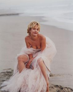 Meg Ryan photographed by Annie Leibovitz for Vanity Fair May photography portrait annie leibovitz Annie Leibovitz Portraits, Annie Leibovitz Photography, Anne Leibovitz, Portrait Photography, Fashion Photography, Photography Projects, Street Photography, Landscape Photography, Wedding Photography