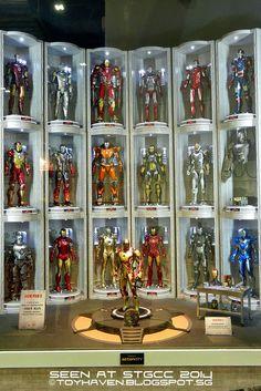Seen at HOt TOys BoOth – Alien, Predators, Iron Man, Avengers, Guardians etc Action Figure Display Case, Eaglemoss Marvel, Iron Man Photos, Iron Man Fan Art, Les Aliens, Hot Toys Iron Man, Iron Man Action Figures, Marvel Room, Iron Man Wallpaper