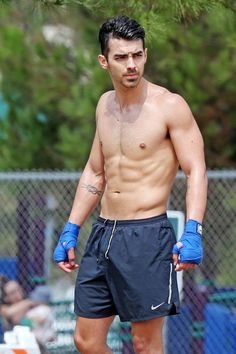 Joe Jonas, strips down to a simple pair of gym shorts to pack a real punch in the park Joe Jonas, Jonas Brothers, Hottest Male Celebrities, Celebs, Ripped Muscle, Muscle Men, Hot Hunks, Hunks Men, Famous Men