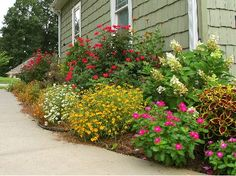 pretty flower bed- This is what I've had in my mind for our side yard