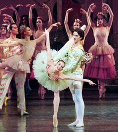 Wendy Whelan as the Sugarplum Fairy and Damian Woetzel as her Cavalier, 1998.