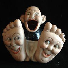 Porcelain Novelty Ash Tray 'Happy Feet'