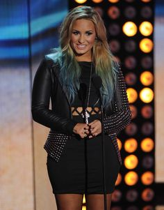 Warming up to the blue/green tips  Though I do like her with just blonde, best! (demi lovato)