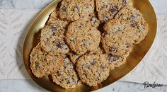 they're gluten-free Oatmeal Chocolate Chip Cookies Gluten Free Treats, Gluten Free Cookies, Gluten Free Desserts, Just Desserts, Dessert Recipes, Delicious Desserts, Flourless Chocolate Chip Cookies, Chocolate Sin Gluten, Chocolate Chip Oatmeal