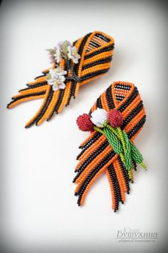 Beaded Jewelry Designs, Making Hair Bows, Beaded Brooch, Projects To Try, Ribbon, Beadwork, Beading, Handmade, Inspiration
