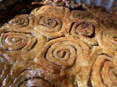 Csavaros szilvás pite | egy.hu Sweets, Cookies, Desserts, Food, Caramel, Crack Crackers, Tailgate Desserts, Deserts, Gummi Candy