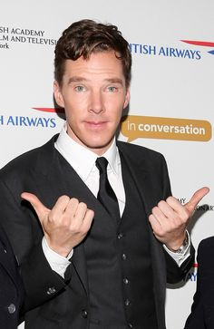 When he wore a suit and tie and did this unbelievably cute thumbs-up pose. | 18 Times Benedict Cumberbatch Looked Like An Absolute GOD In A Suit