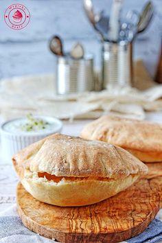 ciasto na pity Ciabatta, Naan, Gyro Pita, Bread Bun, Recipe Boards, Group Meals, Food Inspiration, Bread Recipes, Baked Goods