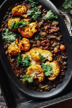 Spiced Black Beans with Turmeric Roast Cauliflower - Rebel Recipes - vegan - Blumenkohl Vegetarian Bean Recipes, Black Bean Recipes, Vegetarian Entrees, Vegan Dinners, Veggie Recipes, Whole Food Recipes, Cooking Recipes, Healthy Recipes, Healthy Food