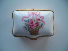 Lovely  Porcelain Trinket Box - Pill Box - Hand Painted - Limoges  France - Beautiful Item