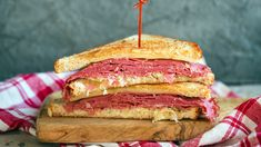 This Reuben sandwich recipe makes enough for one sandwich, including the Russian dressing. Just scale it up to make more sandwiches, and any extra dressing will keep in the fridge. Easy Tailgate Food, Tailgating Recipes, Barbecue Recipes, Beef Recipes, Cooking Recipes, Cooking Tips, Reuben Sandwich, Sandwich Recipes, Sandwich Ideas