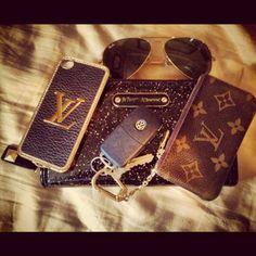 http://media-cache-ec0.pinimg.com/736x/86/ae/73/86ae737e7fbd4e0c18988a2db1d6281c.jpg Lv Handbags, Louis Vuitton Handbags, Louis Vuitton Monogram, Luxury Handbags, Cute Bags, What's In Your Bag, What In My Bag, My Bags, Purses And Bags