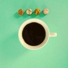 Gibt es eine bessere Kombination als Schokolade und Kaffee?  #kaffee #kaffeeliebe #kaffeepause #kaffeezeit #erstmalkaffee #ohnekaffeegehichtot #kaffeejunkie #kaffeegehtimmer  #filterkaffee #mittwoch #schokolade #schoko