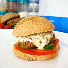 Fitness hamburger s nízkotučným domácím dresingem Salmon Burgers, Bbq, Health Fitness, Healthy Recipes, Snacks, Meals, Chicken, Ethnic Recipes, Anna
