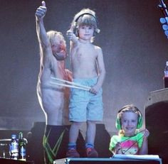 Taylor Hawkins , his son, Oliver, and Dave Grohl's daughter, Violet Grohl, foo fighters. Friggin cute.