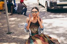 Ethnic Fusion African and Indian Streetstyle Ethnic Fusion Saree Fashion Vintage Chic Kimono Streetwear Styling Photoshoot Saree Fashion, Saree Styles, Fashion Vintage, Diversity, Streetwear Fashion, Ethnic, Street Wear, Kimono, Bohemian