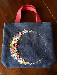 Diy Tote Bag Diy Bags Embroidery Bags Embroidery Stitches Old Jeans Diy Ripped Jeans Kotlar Applique Fabric Denim Crafts Embroidery Bags, Hand Embroidery Designs, Denim Handbags, Diy Tote Bag, Denim Ideas, Denim Crafts, Diy Handbag, Craft Bags, Patchwork Bags