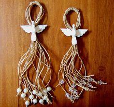 Lindos adornos com espírito santo em madeira, para colocar em portas, cadeiras, na parede... Escolha entre pérolas ou contas transparentes. R$ 30,00