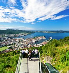 One of the most iconic attractions of Norway is the funicular Fløibanen in Bergen, which takes you to a stunning view-point at Mt Fløyen. Have a look!