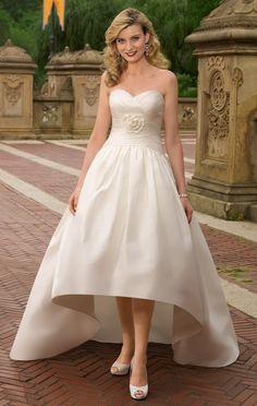 wedding gown for petite bride | ... -Neckline Wedding Dresses for Short Petite Brides - BridalMagz.com