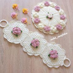 Yeni lif takımı – My WordPress Website Crochet Potholders, Crochet Tablecloth, Crochet Doilies, Crochet Flowers, Simple Flowers, Diy Flowers, Crochet Doily Diagram, Crochet Baby Booties, Different Patterns