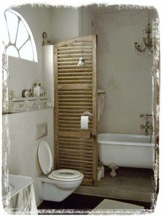 Méas Vintage - Love the shutter as a divider for the tub.